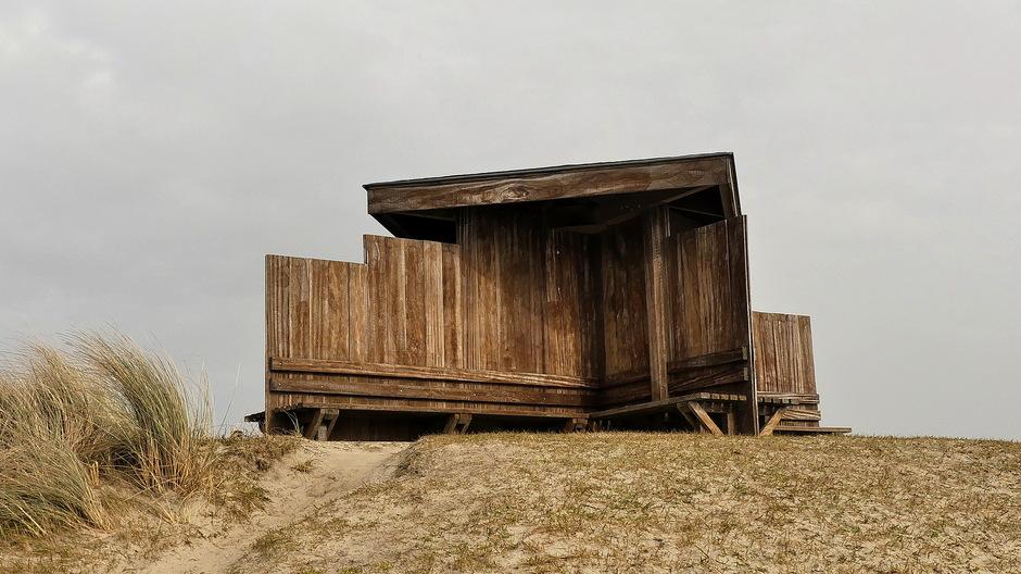 Grauwe sluierbewolking door Saharazand /Stof