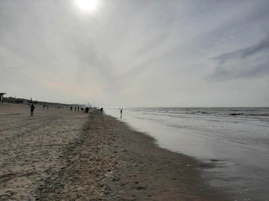 Sluierbewolking aan de kust