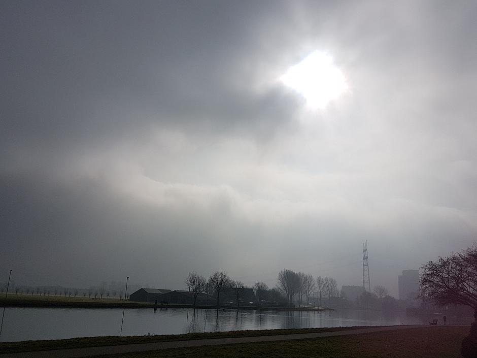 De zon breekt door
