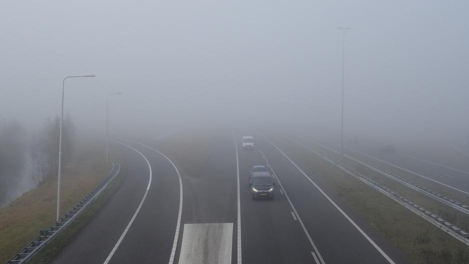 Dichte mist bij knooppunt Heerenveen