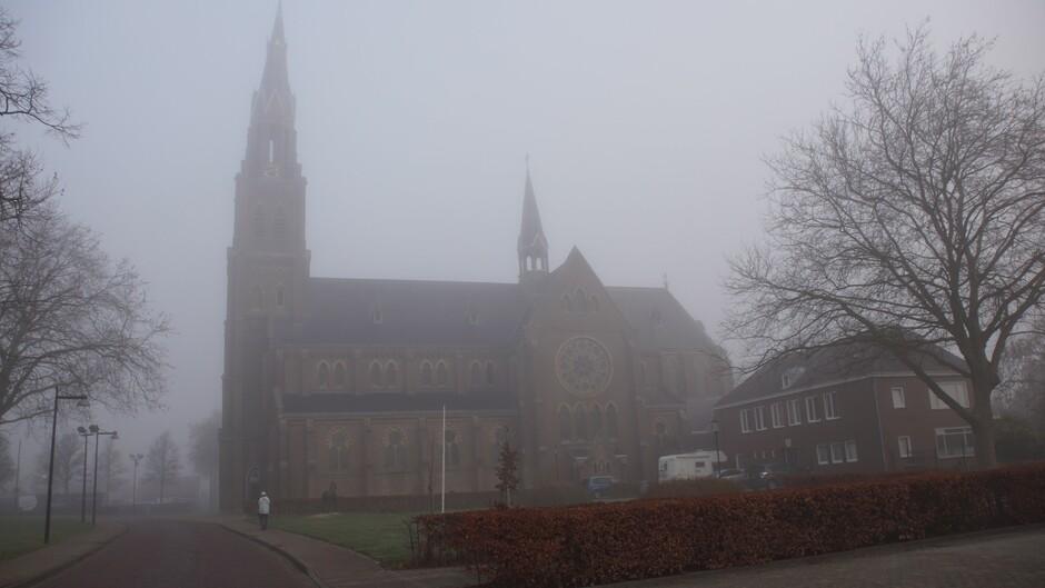 mistig weer 3 gr bij de kerk 200 meter zicht