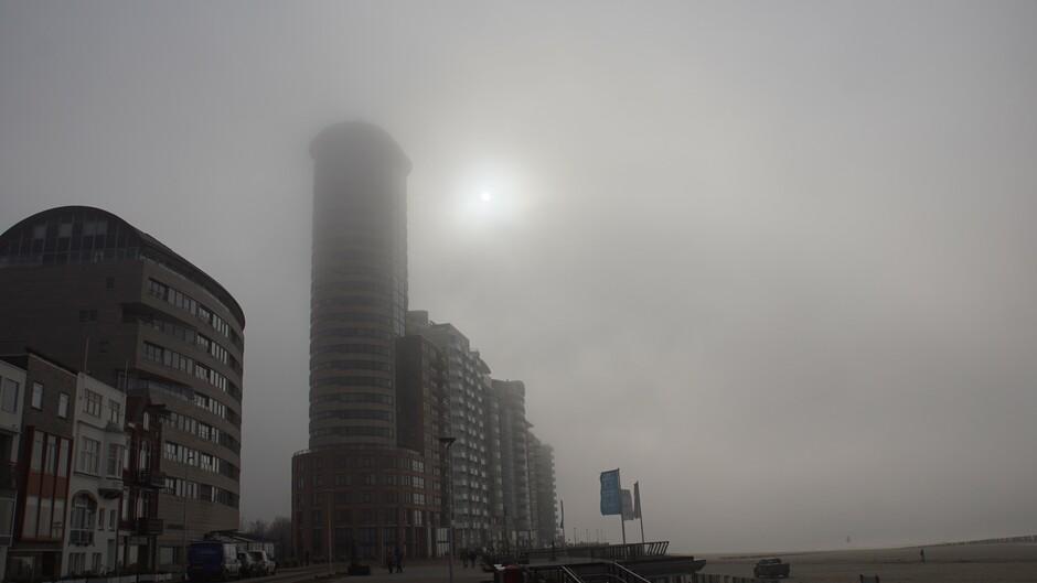 grijs en mistig 6 gr aan de boulevard iets zon