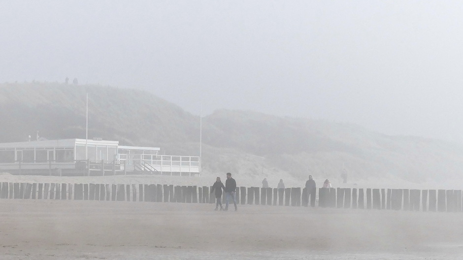 Snel opkomende mist aan de kust