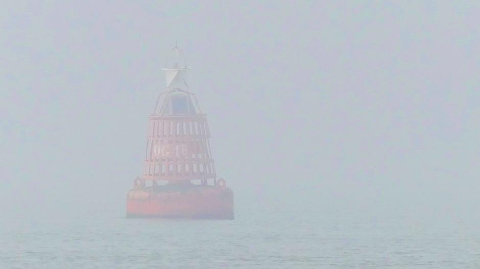 Snel opkomende mist slecht zicht op zee