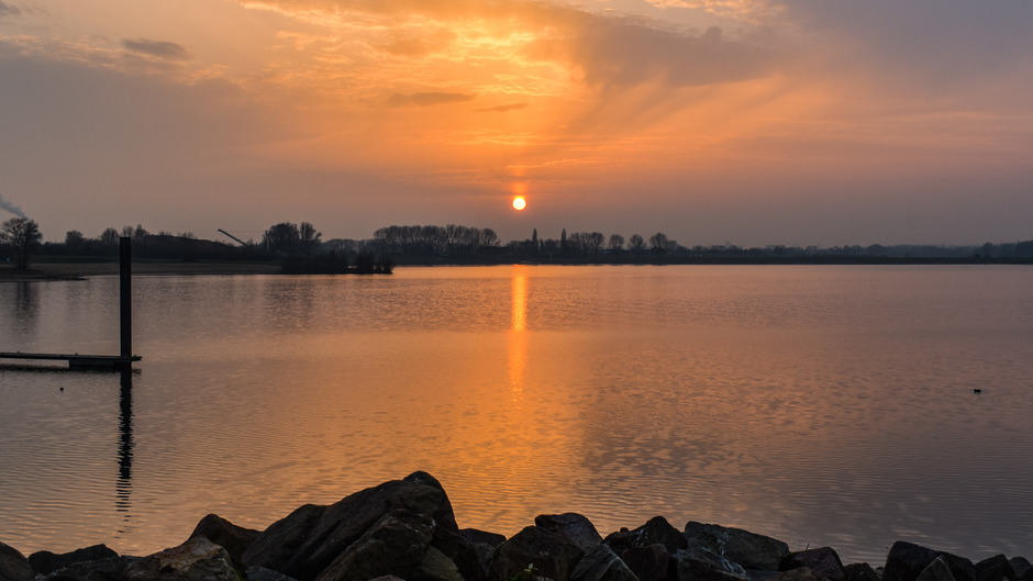 Zonnezuil tijdens zonsondergang