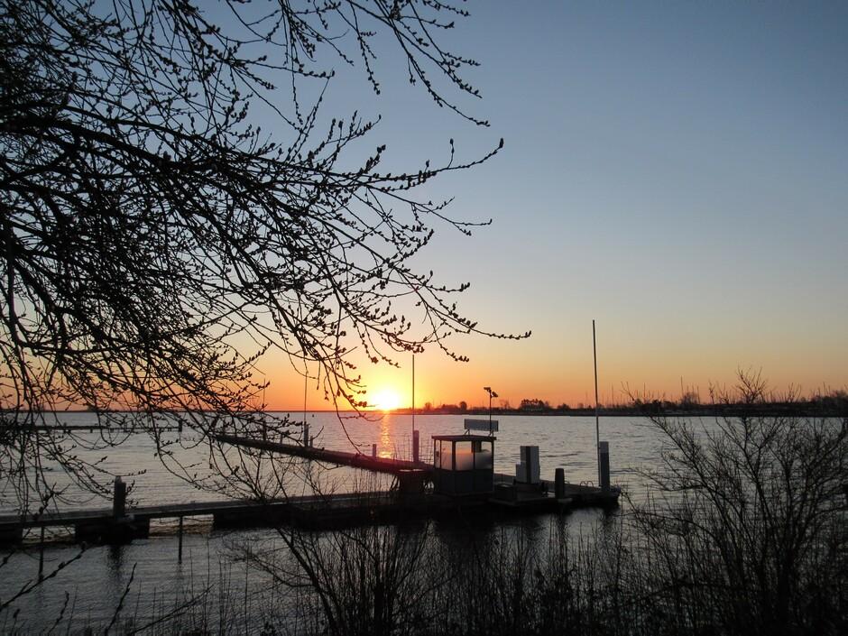 Fraaie kleurrijke zonsopkomst vanmorgen in Kortgene aan het Veerse-Meer, 2 graden en wind, wel koud maar altijd genieten!