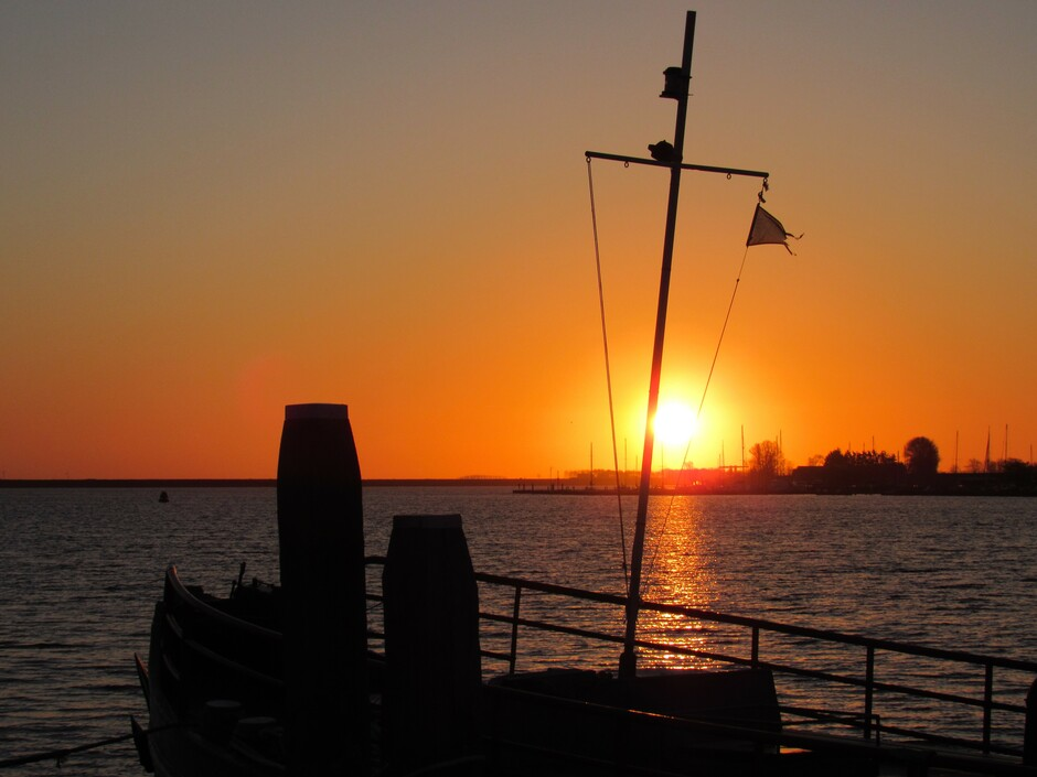 Mooie zonsopkomst aan het Veerse Meer bij Kortgene, 2 graden