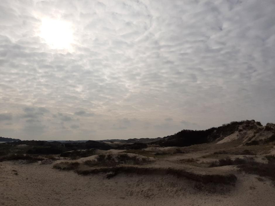 Beetje zon, veel kleine wolkjes