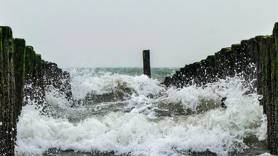 Onstuimige golven / krachtige zuidwester