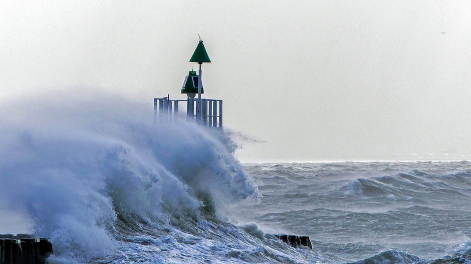 Zuidwesterstorm hoge onstuimige golven