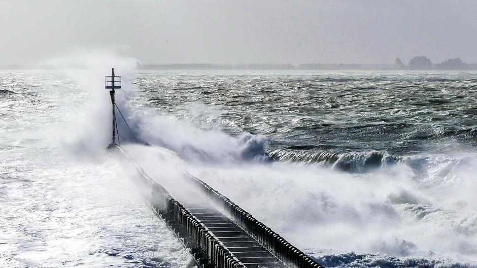 Zuidwesterstorm woeste overslaande golven