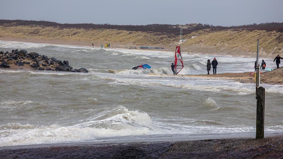 Windkracht 8 op de Brouwersdam Ouddorp