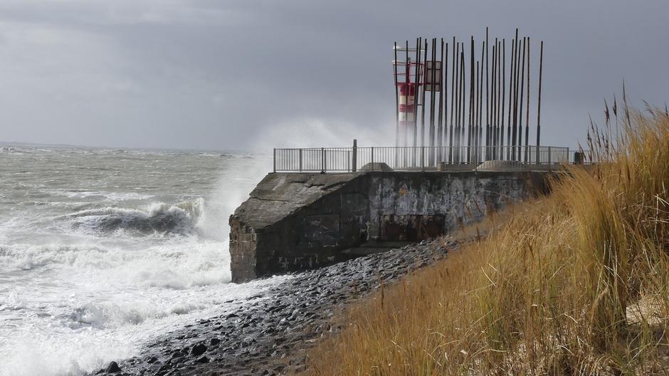 Overslaande golven stormachtige wind