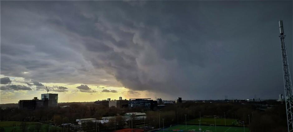 Zware onweersbui trekt over Utrecht