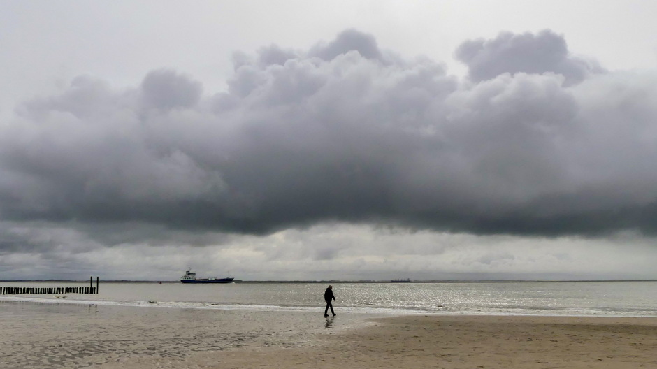 Wolken en grijze lucht fletszonnetje