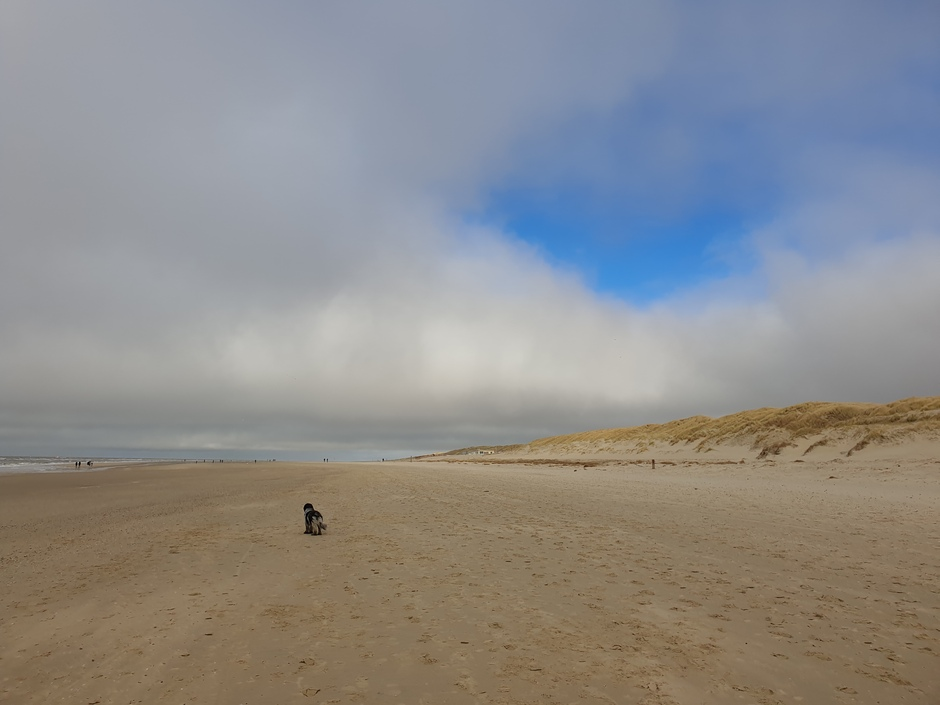 Gat in het wolkendek boven Texel
