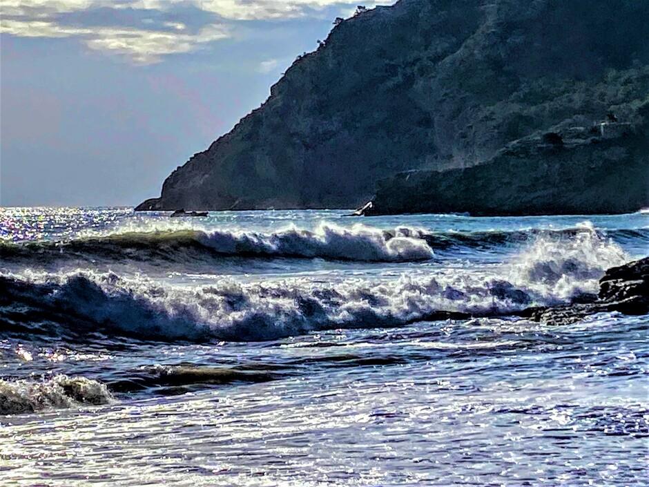 Altea-Albir al vroeg in de golven.