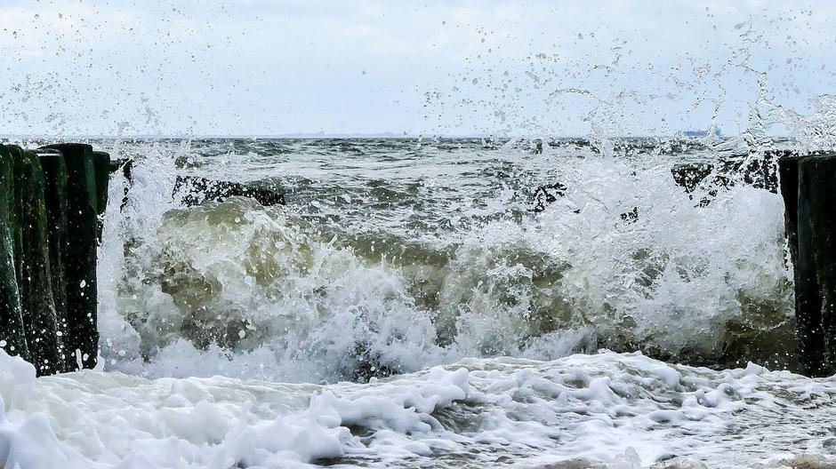 Zon krachtige wind onstuimige golven