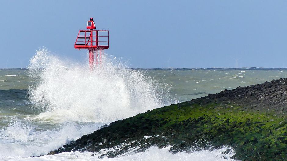 Onstuimige golven krachtigewind