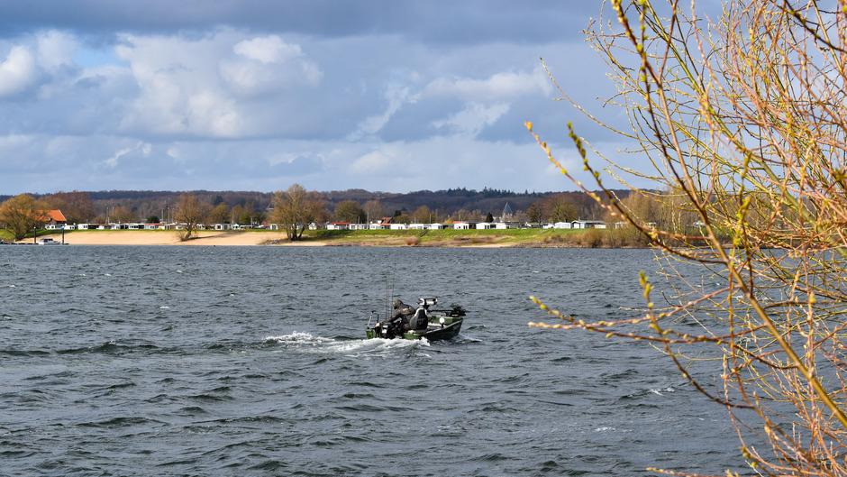 Visser op het Rhederlaagse meer