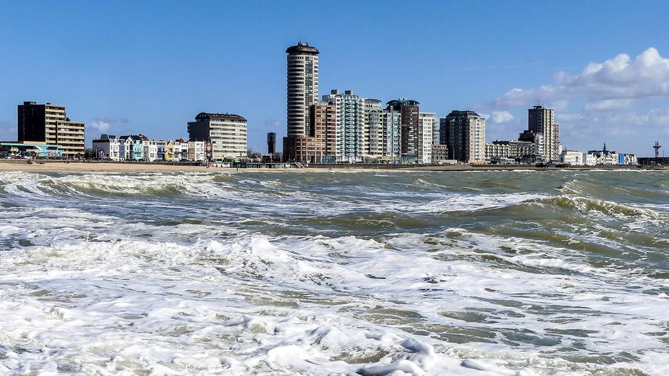 Zon woelige zee krachtigewind
