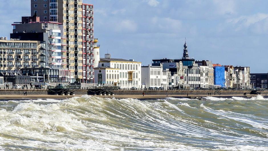 Krachtige wind woelige golven