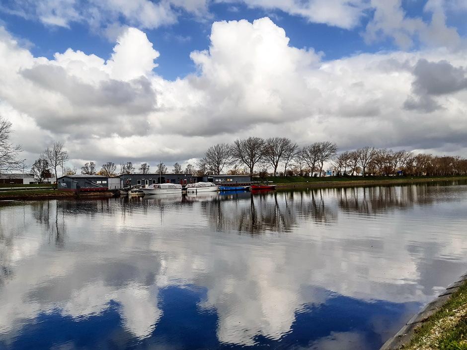 Prachtige wolkenluchten en felle opklaringen