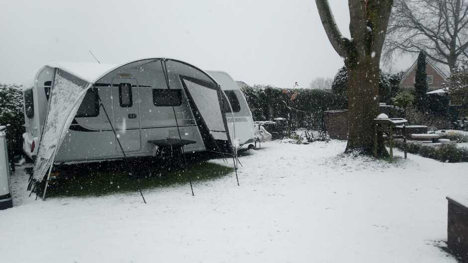 Als je op een camping staat in de paasvakanie lijkt het eerder kerstvakantie