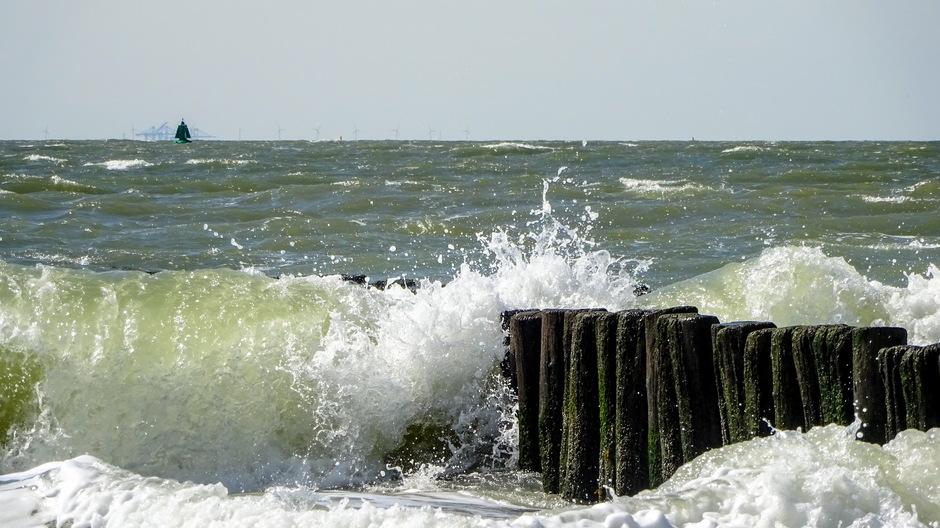 Woelig water helder zicht