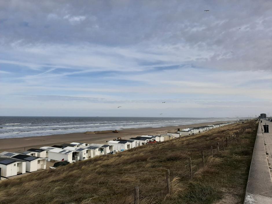 De strandhuisjes staan er al! Nu nog mooi weer!