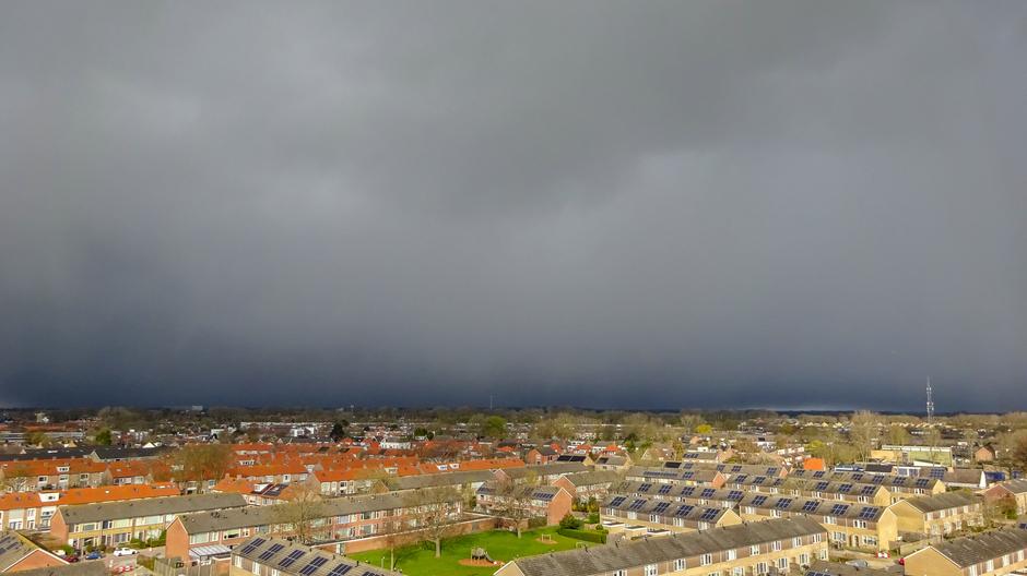 Donkere regenlucht