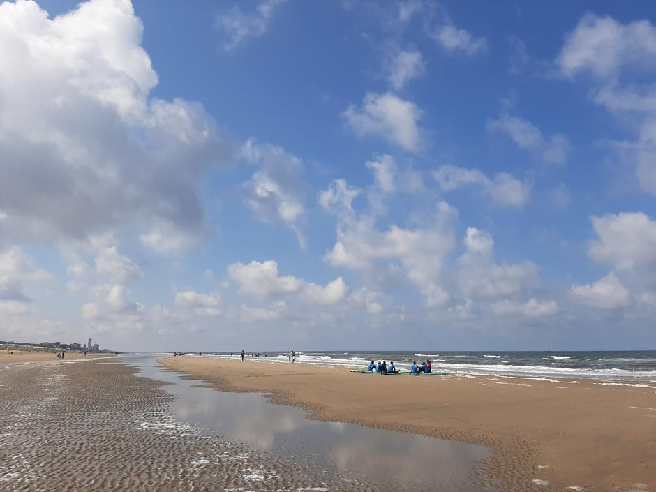 Half bewolkt aan de kust