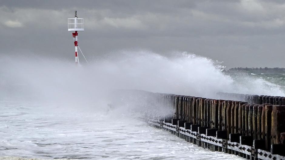 Stormachtige wind onstuimige hoge golven