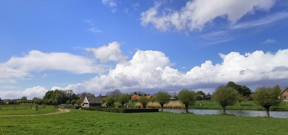 Mooie cumulus boven de Linge vanmiddag