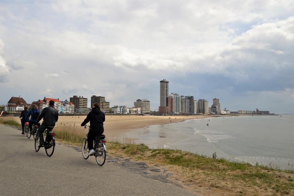 Boven zee en boulevard