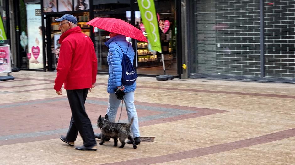 Onder de paraplu voor lichtgespetter