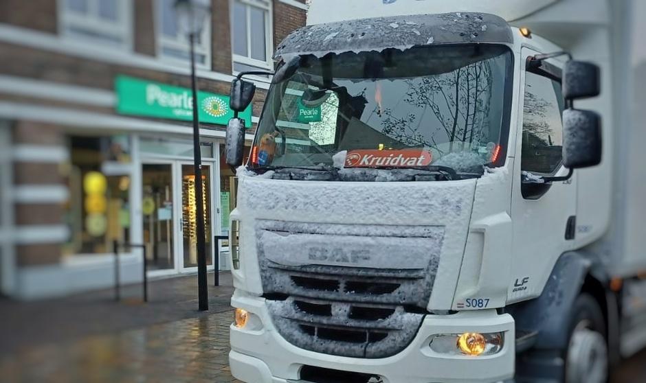Sneeuw op de vrachtwagen (foto Marc Hendriks)