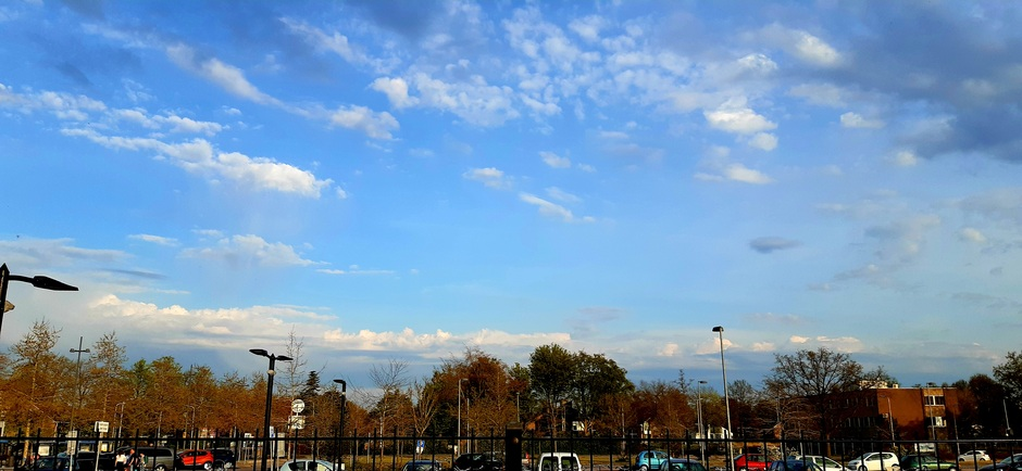 Wolken in de verte.