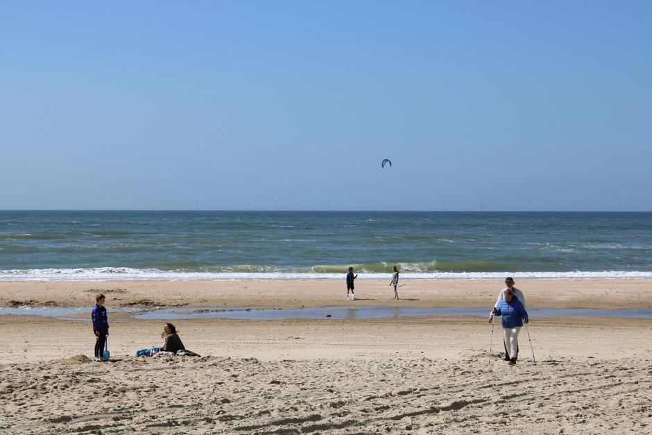 Blauwe lucht, warme wind en zon, wat een verschil met gister!