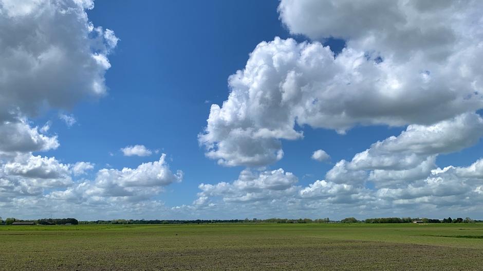 Bewolkt met af en toe zonneschijn.