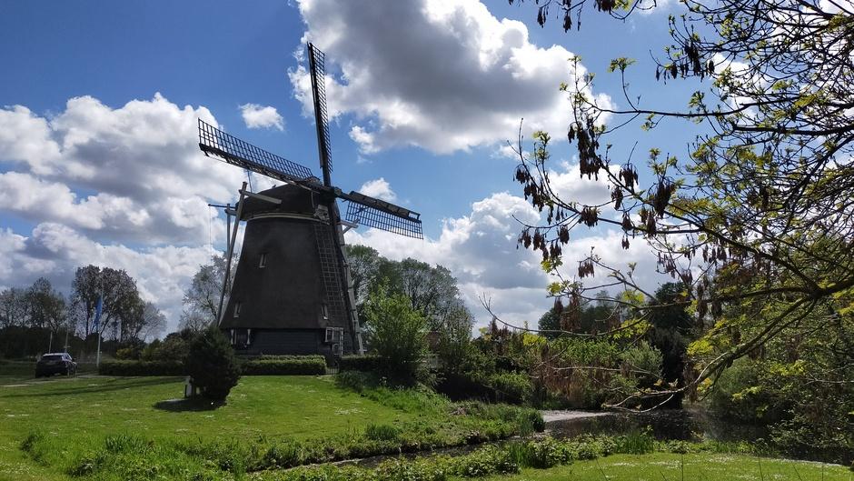 Wolkenlucht en de molen