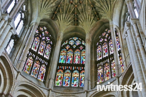 BEAUTIFUL NORWICH CATHEDRAL WINDOWS