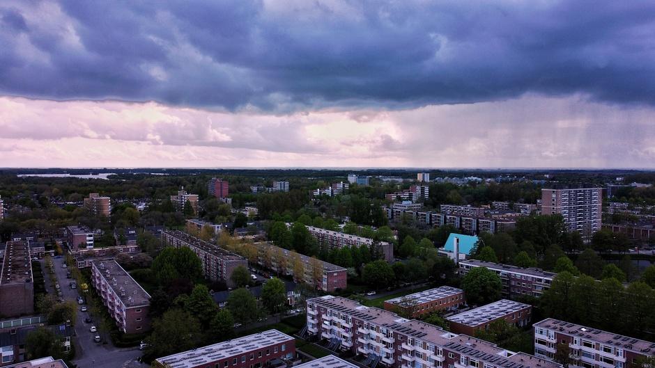 Regenbui boven de stad Groningen
