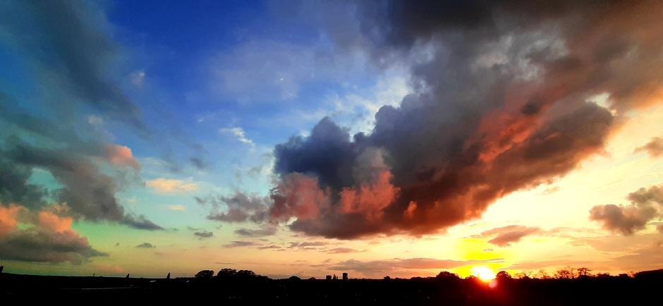 Kleurenpalet boven Apeldoorn vanavond