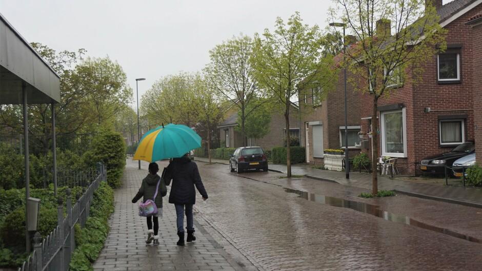 paraplu weer grijs en regenachtig 12 gr