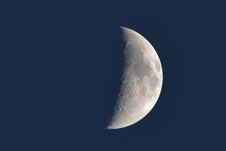 Veel licht van de maan om 22:00 vanavond