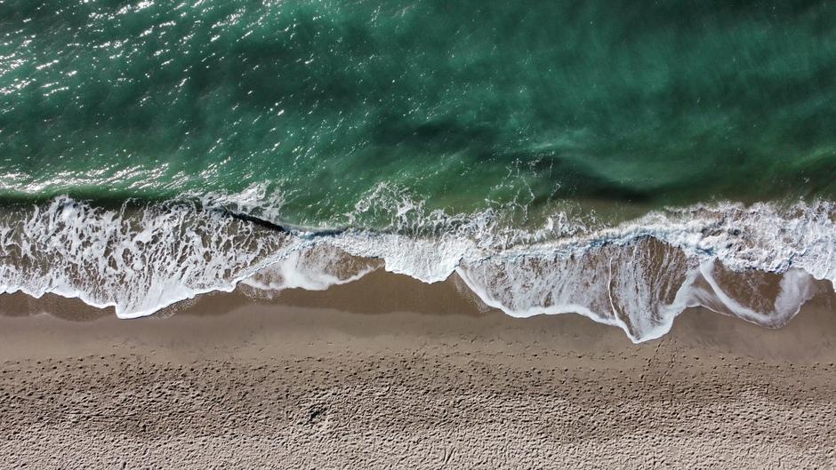 Golven van bovenaf, Maasvlakte (Drone)