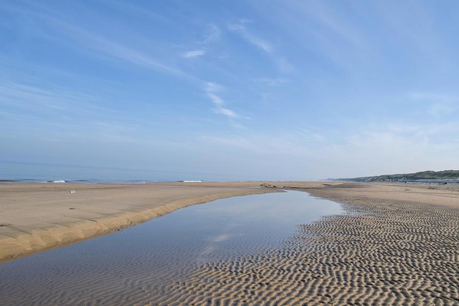 Zon, zee, strand & sluierbewolking , heerlijk zacht vanmorgen!