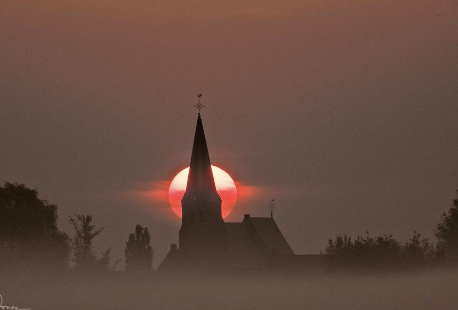 Uitmuntende zonsopkomst