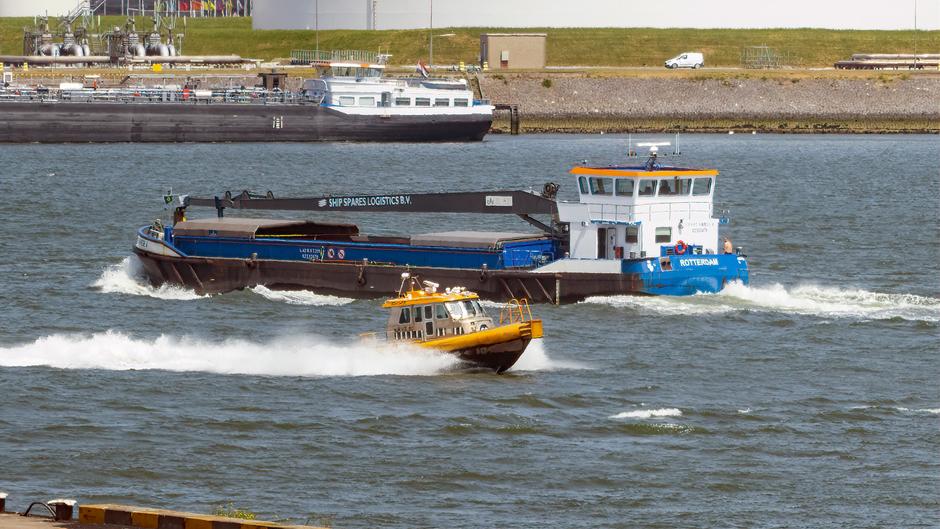 Boten in de Rotterdamse haven